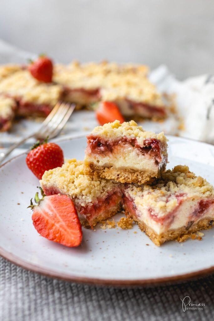 Erdbeer Rhabarber Streusel Cheesecake